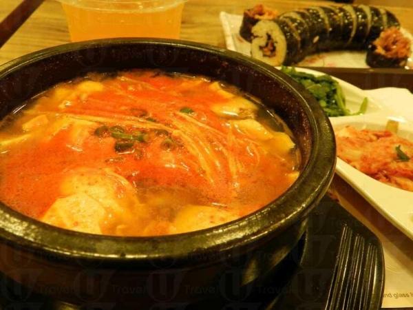 海鮮雜錦加蠔配辛辣醬純豆腐麻辣湯定食,滑溜豆腐值得一讚!