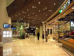 LG層商場樓層建築逾 6 米高