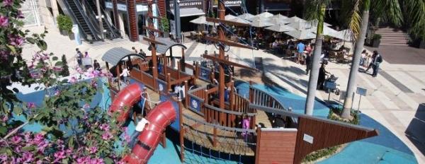 赤柱廣場新增兒童遊樂區域,方便一家大小到這裡逛逛。