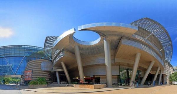 數碼港商場結合零售、娛樂、趣味教育及展覽等元素於一身。