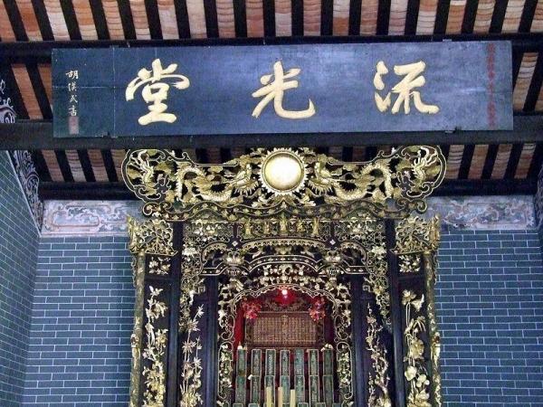 「流光堂」正廳神龕。
