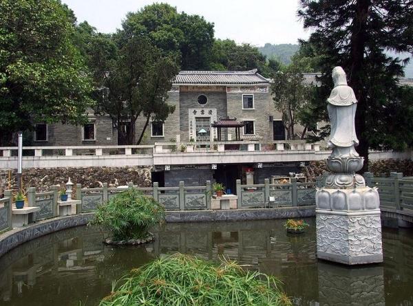 凌雲寺是香港三大古剎之一,亦是香港唯一的女眾叢林佛學院。