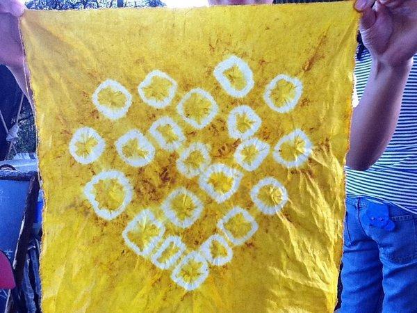 DIY 草本扎染手帕。