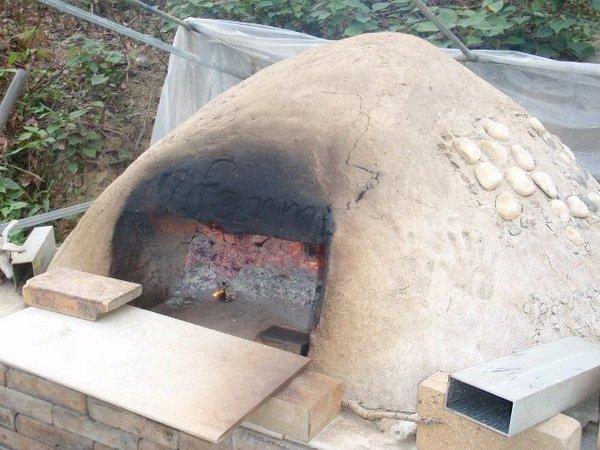 土窯是農莊主人親自建造的。