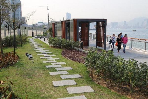 花園內的花崗石地台是專為配合沿海環境而設。