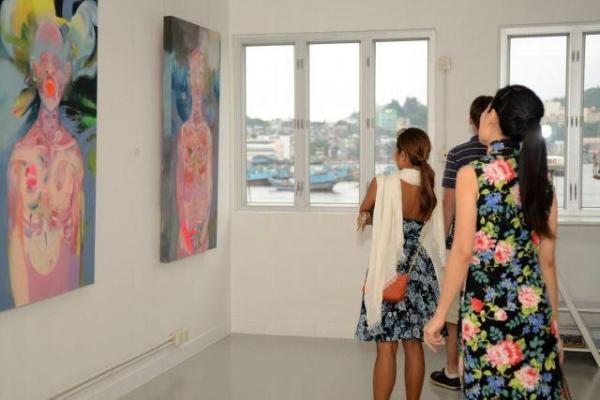 兩位負責人把空置工廠變成充滿時代感的藝廊。