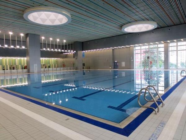 藍田游泳池設室內暖水游泳池。