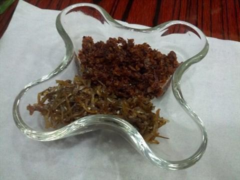 手工製蝦米辣椒,用上蝦米、辣椒、蒜頭、馬拉盞等12種香料炒成 (網上圖片)