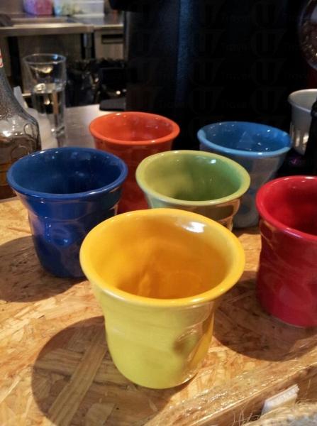 Bialetti咖啡杯-造型不規則,色彩鮮豔,每一隻均由人手捏製,獨一無二