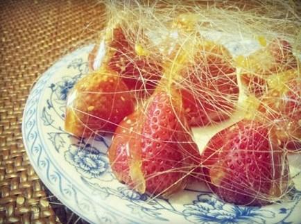 北京老家提供近百道京菜,由常見的北京填鴨、涮羊肉,到香港京菜餐廳都少見的芥末燉、農家酸菜炒粉條的家常菜式都有(網上圖片)