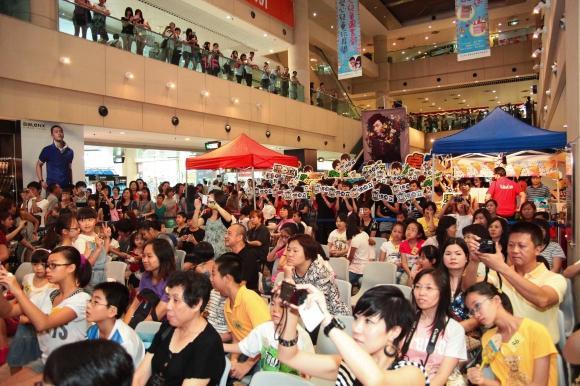 嘉湖銀座商場內不時舉行各種活動,吸引不少市民參加。