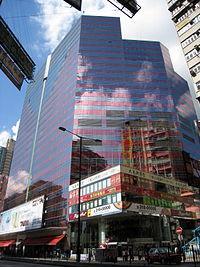 旺角之始創中心,矗立于傳統購物大道之上,當中8層商場匯聚接近200間商舖。