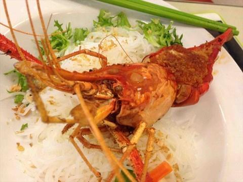 越南大頭蝦內滿瀉的蝦膏,入口豐腴甘甜。