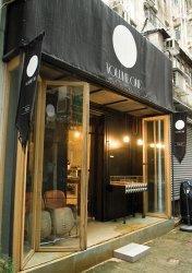 Volume One 隱身在大坑的尾街小巷,前鋪是麵包店,後鋪是飾品店。