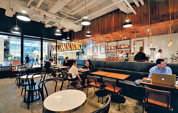 Mano 裝潢以白磚牆及原木枱、大長枱及皮餐椅等,很有紐約式Cafe的感覺。