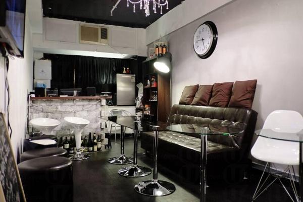 位處旺角的 The Room 交通方便,Party 房間裝修簡約有型