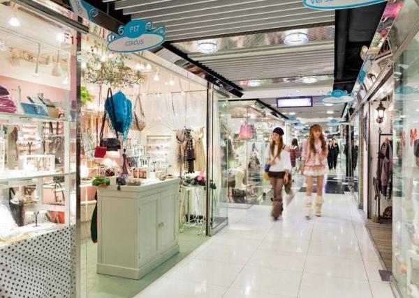 潮流精品店提供每季必買流行配飾。 圖:恆隆地產