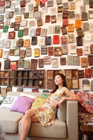 整幅牆都是鐵皮信箱,Vintage 得很。(關璇攝)