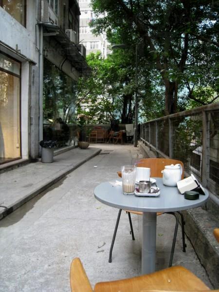 坐在日街的一隅,完全覺得自己離開了繁華的香港。