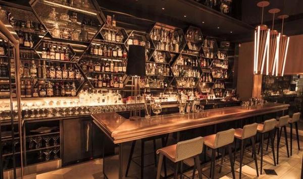 iL Milione的設計簡約時尚,入口處設酒吧位。