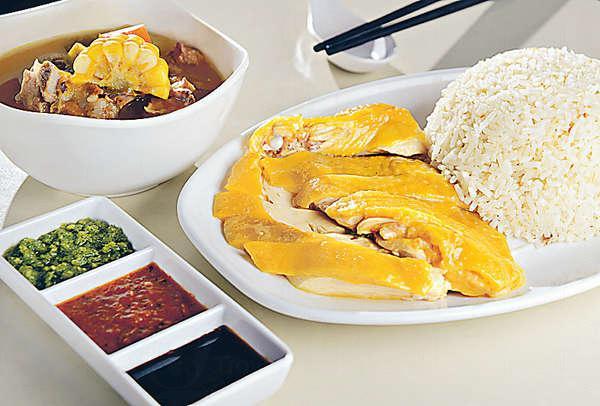 招牌去骨海南雞 奉送無味精住家湯 ($37/中、$43/大)以泰國米作雞油飯,油香均勻遍布每粒米;雞在撈起後一分鐘之內起骨,肉質滑溜無比。
