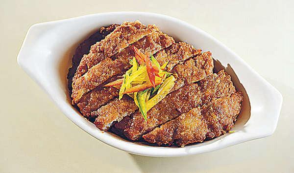 香煎手打魚香肉餅($45 )肉餅用上肥瘦比例剛好的新鮮豬肉,加上蝦米、大地魚等食材,煎得香脆,陣陣鹹魚香。