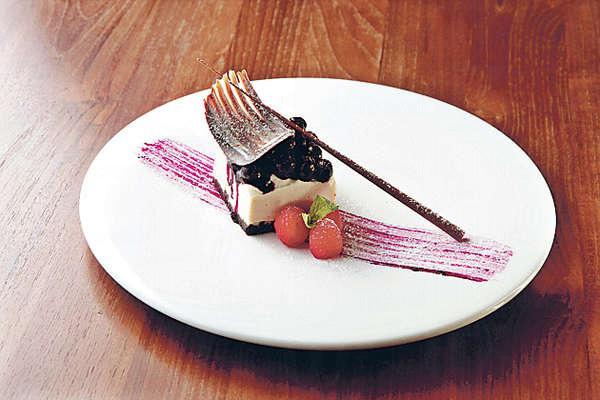 【全素藍莓芝士蛋糕 $98】大廚用磨碎的腰果混合檸檬汁及蜜糖,口感如芝士蛋糕般Creamy。