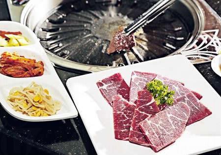 牛胛翼板肉($70):屬牛的肩頸部分,脂肪紋理平均,油花又不會過肥,燒烤最正,加 $10 配特製醬油。(金尚宮)