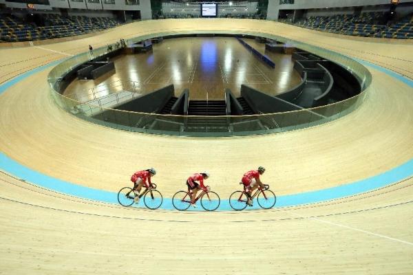香港單車代表隊成員將在香港單車館竣工儀式中作花式單車表演