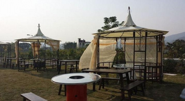 燒烤場有三種形式的燒烤,提供港式,韓式及重慶自助燒