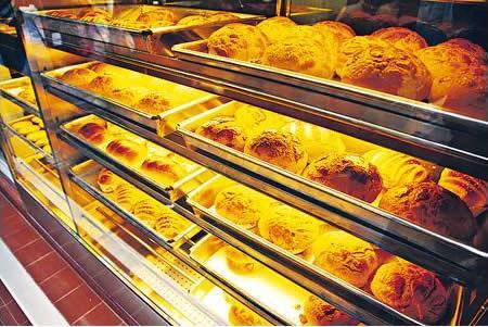 舊冰室會自家出品麵包,保持供應量充足。