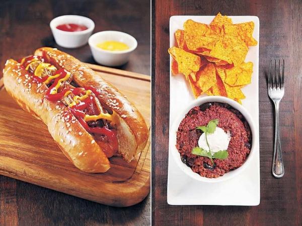 【Supa Hotdogs $88】包身鬆軟,加點辛香不嗆鼻的法式芥末,水準不錯。/ 【Cowboy Chilli $75】牛肉碎加入辣椒及不同香草熬足一日,惹味香濃。
