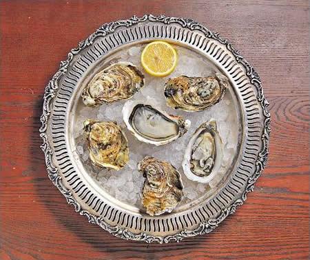 時令的法國 Fine De Claire 生蠔(時價),用來送香檳或白酒都適合。