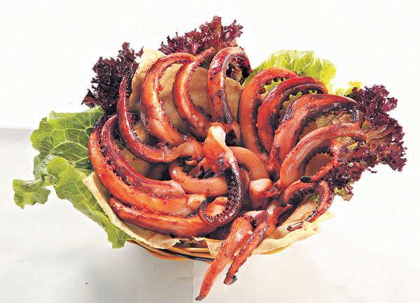 【香燒墨魚鬚 $68】墨魚是本地街市新鮮貨,以泰國辣椒醬、香茅等醃過再燒,辣辣哋好惹味。
