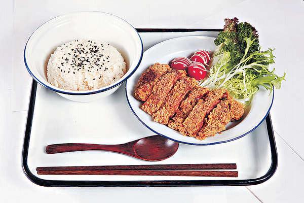 【台式鹽酥雞 $45(午餐)】用台灣的炸粉炮製,表層鬆脆又夠乾身,入口絕不油膩。