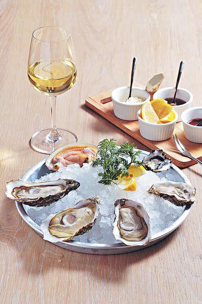 【Oyster$38-$65/隻、Cherry Stone $60/隻】生蠔每日來貨,隻隻都飽滿肥美,質素高。