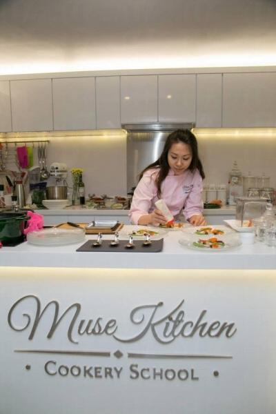 美女導師 Muse 有十多年入廚經歷,特別擅長做西式甜點。