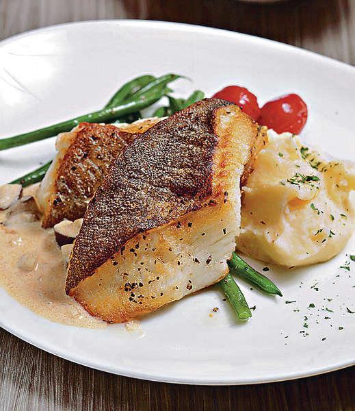是日鮮魚 $148/午市、$176/晚市:鮮魚不時轉換,如比目魚、鱸魚、三文魚等,簡單香煎已吃到外脆內嫩的鮮味。