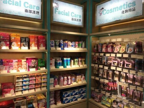 小店出售的產品近千種,包括護膚、彩妝、日用及美容保健品等