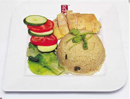 雞飯($48):香港店獨有,以冰鮮去骨雞髀肉炮製,加薑、蒜頭、香茅等烚煮過,肉質嫩滑。雞油特別從新加坡運來,將泰國米煮得香噴噴。