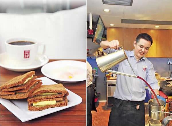 套餐A($39):最熱賣套餐,薄切而烤得香脆的多士,夾着咖吔醬和牛油,油潤軟滑;配以半熟蛋及熱咖啡,是很地道的新加坡早餐。/ 經過訓練,店員拉茶拉咖啡時功架十足。