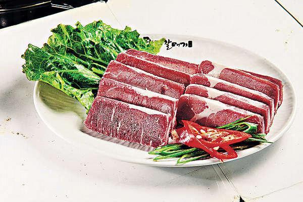 特級牛頸肉 $190/150g - 脂肪較少,牛味濃,富嚼勁,厚切啖啖肉。
