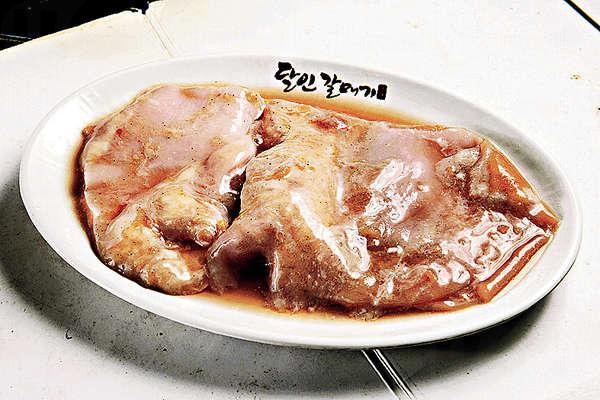 特級烤牛胃 $160/ 150g - 看似軟腍略帶脂肪,烤起來卻變得爽彈無比。