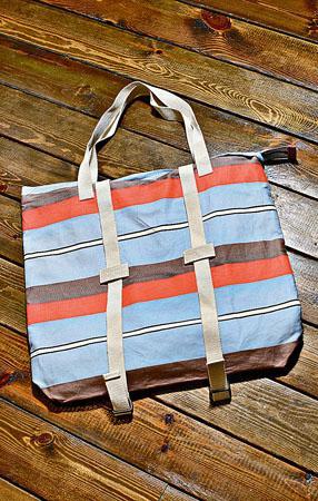 自家設計tote bag,可以作背囊使用。