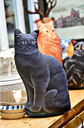 店主是個愛貓之人,店內有一系列以貓作主題的精品。