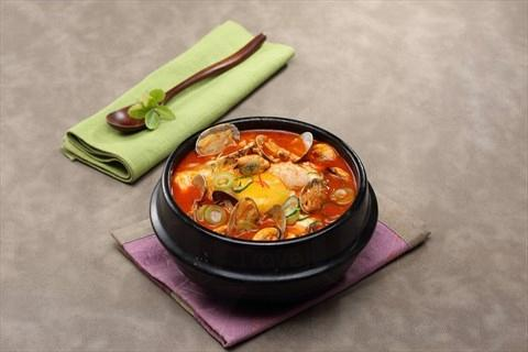 除了燒肉外,餐廳也有供應多款口味正宗的傳統韓食