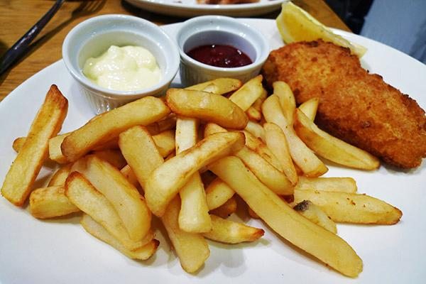 Cafe主打英式食品,當然不少得吉列魚配薯條。
