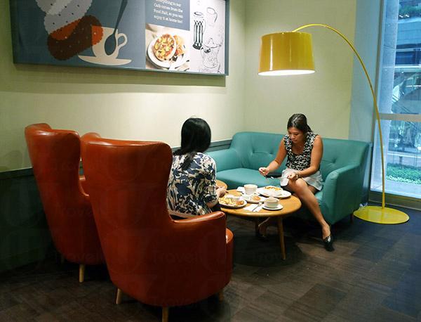 Cafe設有獨立沙化座,適合和朋友邊吃邊聊天。