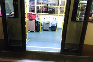 搭巴士行李大多被車長要求下車 8名大媽拒下車佔領279x