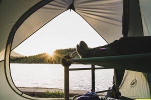 瞓得舒適!可摺疊露營雙層床、梳化